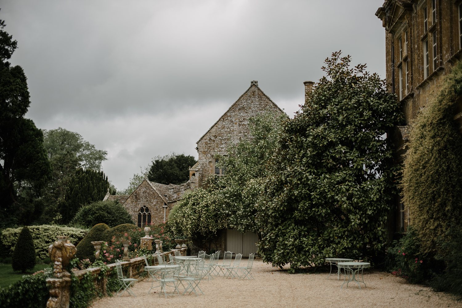 Brympton-House-Wedding-Photographer-018.jpg
