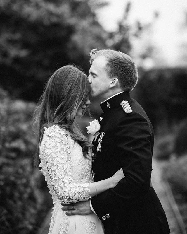 Just blogged this beautiful mini wedding (just two hours coverage) @fshampshire. You can also see more on my stories. #weddingsbydominiquebader #timeless #authenticportraits #beautifulstorytelling