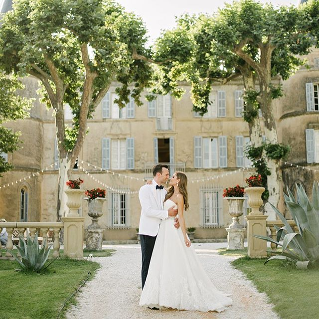 Heading back to this stunning venue in Provence today @chateaurobernier! #weddingsbydominiquebader #beautifulstorytelling #timeless #authenticportraits