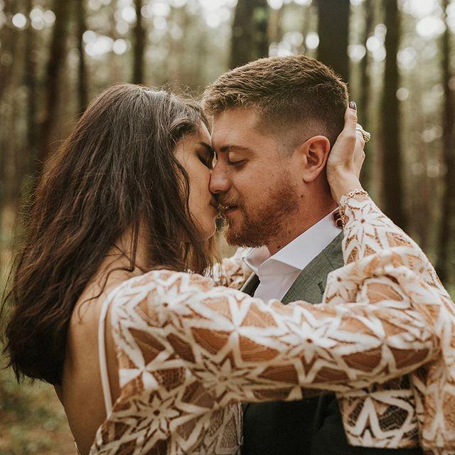 Un fin de semana de esos que te llenan de aire los pulmones.  Gracias @darkmaito @ivanmonagasweddings @angelaloalv por hacerlo posible. Y por supuesto gracias a @elena_bus y @zama7772 por las horas de frio y cansancio pasadas 💥💥 Dream team: Wedding planner @merilacasamentera Peluquería y maquillaje @erikagaleaestilistas  Florista @flowersandco  Espacio @lamaletadeluz  Vestido @patriciazaragozaofficial  Traje novio @sastreriaaldabaldetreku