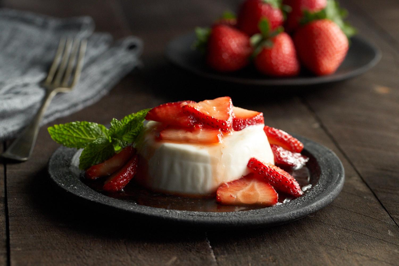PannaCottaBrwnSugarStrawberries_0022.jpg