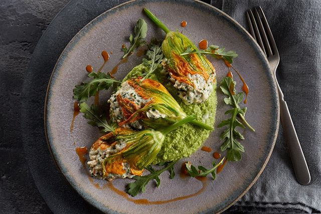 These ricotta stuffed squash blossoms are beautiful!⠀⠀ Food styling by @emilycaneer .⠀⠀ .⠀⠀ .⠀⠀ #ricotta #squashblossoms #beautiful #arugula #Spoonfeed #foodlover #buzzfeast #feedfeed #zagat #foodphotographer #foodie #tastethisnext #foodphoto #tasty #delish #onthetable #photostudio #eeeeeats #delicious #foodgasm #nomnom  #huffposttaste #foodgawker #dinnerideas