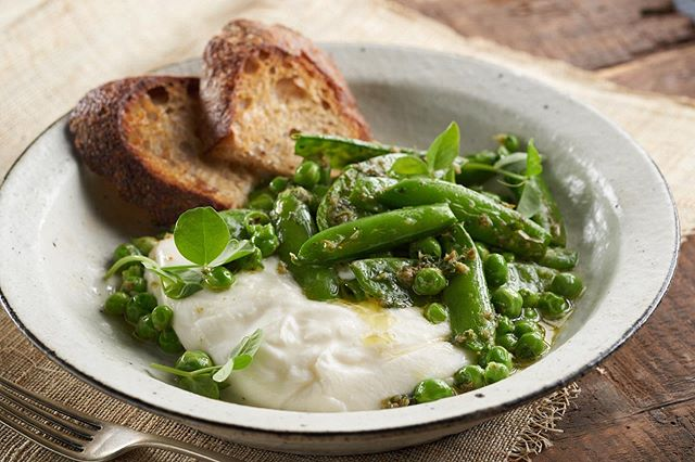 Welcome to a new week⁠! . .⁠⠀ .⁠⠀ #peas #greenpeas #dinner #Spoonfeed #foodlover #buzzfeast #feedfeed #zagat #foodphotographer #foodie #tastethisnext #foodphoto #tasty #delish #onthetable #photostudio #eeeeeats #delicious #foodgasm #nomnom  #huffposttaste #foodgawker