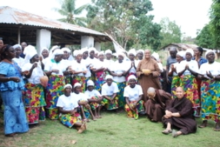 Monastic Teaching Tour in Liberia - A delegation of monks and nuns organized the first ever mindfulness tour in Liberia, an African country torn by almost 15 years of civil war and poor living conditions.