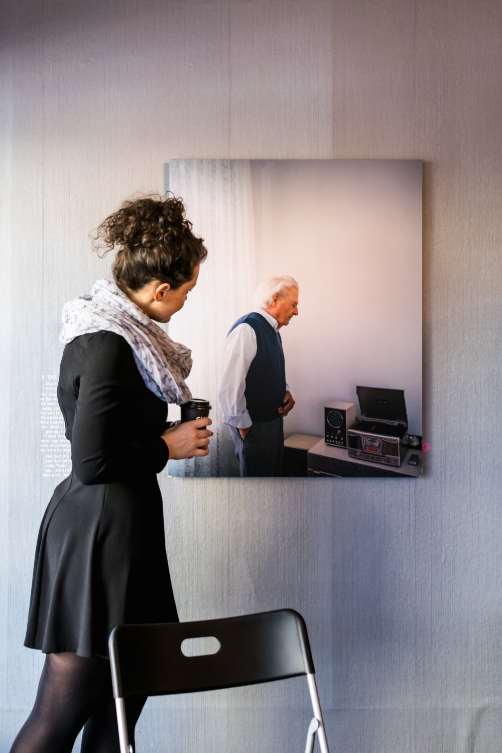 A woman looking at a picture of Manfred Omankowsky