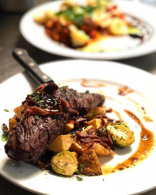 Grilled hanger steak over herb buttered fried potatoes and some brussel sprouts. Oh and it's covered with a peppercorn bacon demi glaze 🤤 #steakmanhattan #treatyoself #mttavern