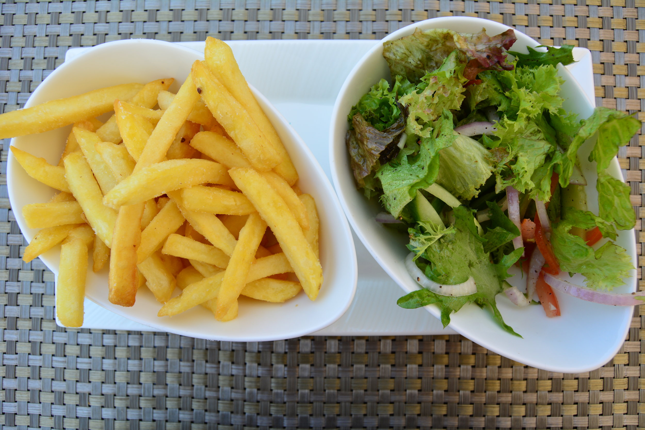 Chips and Mixed Greens (Shangri-La Muscat)