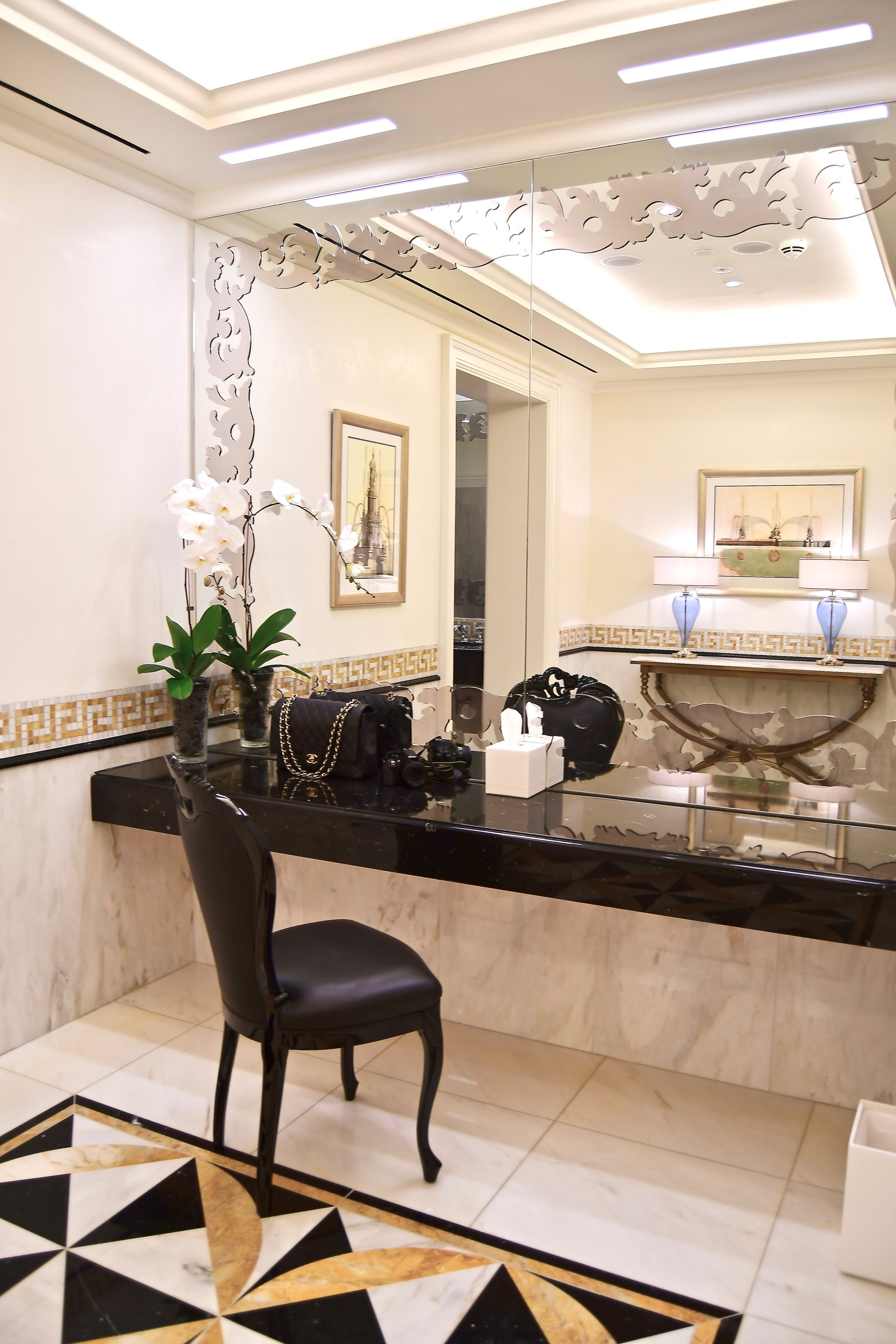 Ladies Powder Room (Palazzo Versace Dubai)