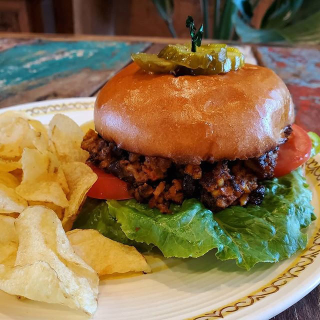 Veggie burger!! 🍔  Hi friends! On special today we have our chipotle black bean burger. Vegetarian friendly!  On a broiche bun with black bean, corn, and chipotle pepper, lettuce, and tomato. Pair it with your favorite juice to keep the summer vides going! 🌞  #coffeeonthecanalbh #freshfood