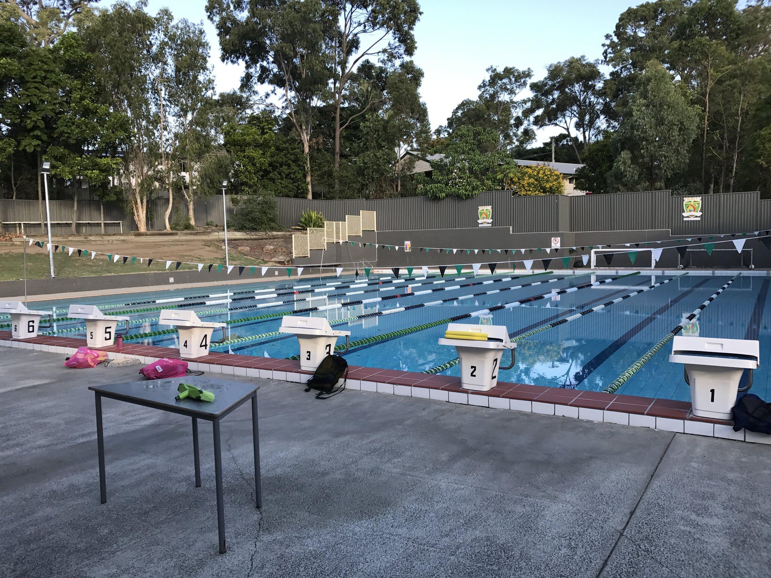 Náš bazén.. každý dráhu pro sebe, paráda!