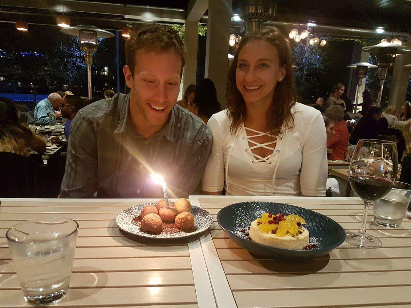 Honza měl narozeniny.. dárek byl výket do Sydney a dort byly španělské asi koblížky. :))