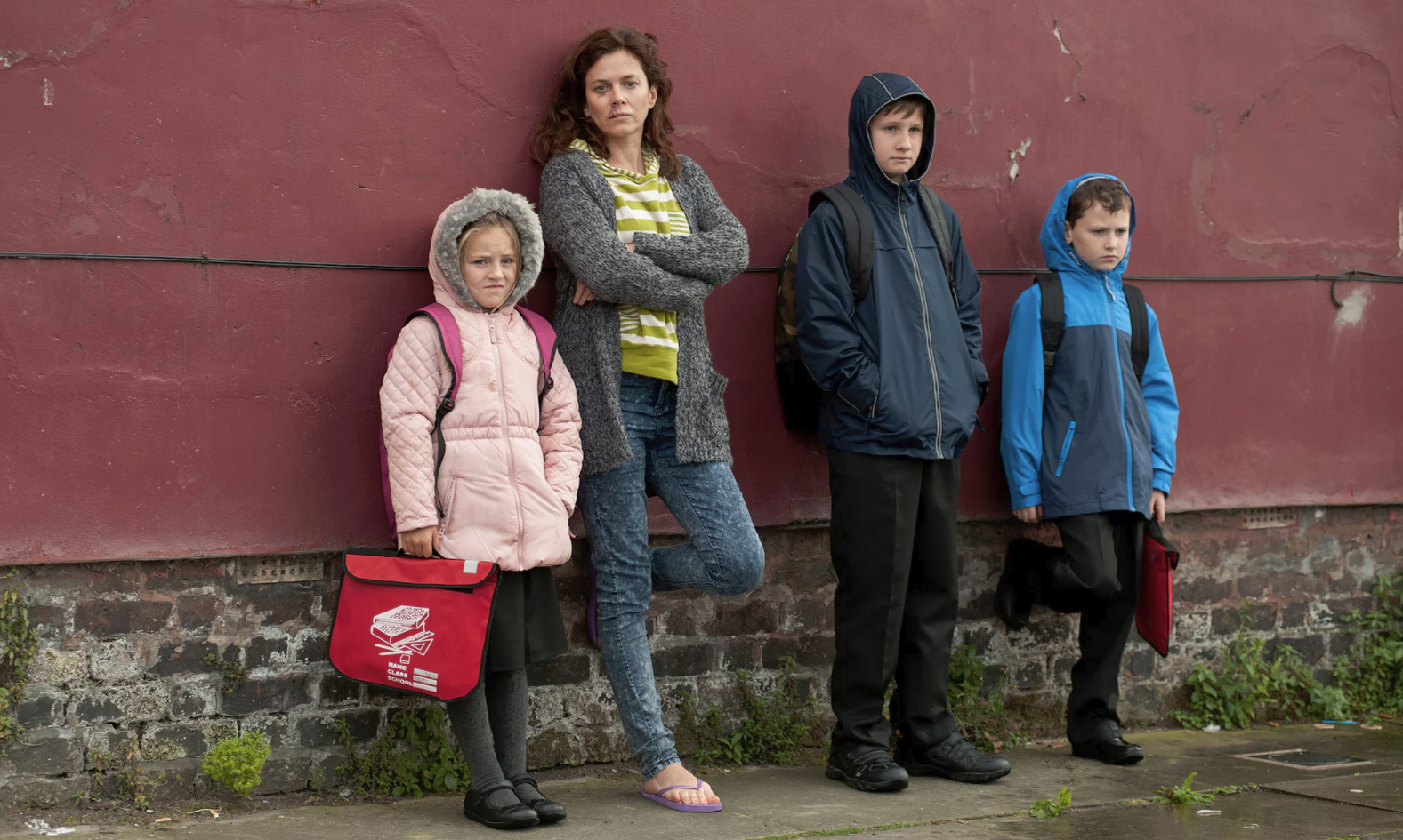 Anna Friel and kids BROKEN.png