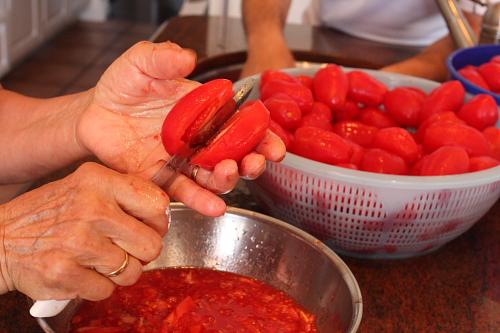 cutting-tomatoes-in-half