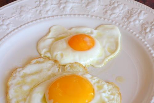 Comparison our egg (top) vs farmer egg (bottom)