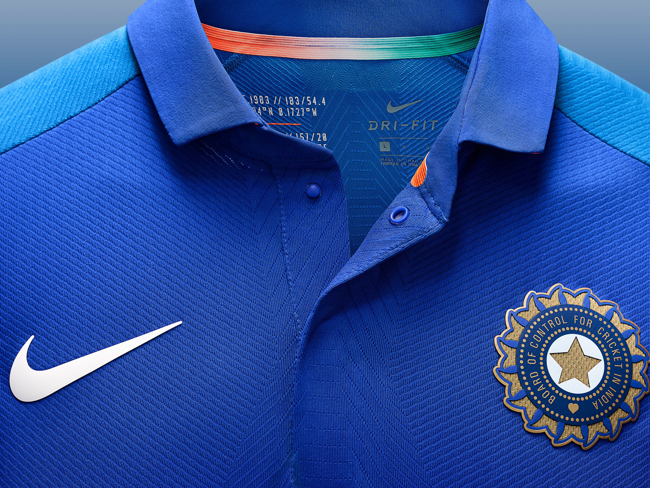 Nike_Cricket_IndiaNationalTeamKits_2019_56751_386869_r02_56751_379132_NIKE_APLA_SP19_Cricket_MensGamedayODIMatchTop_CollarButtons_Detail_Base_HR_original.jpg