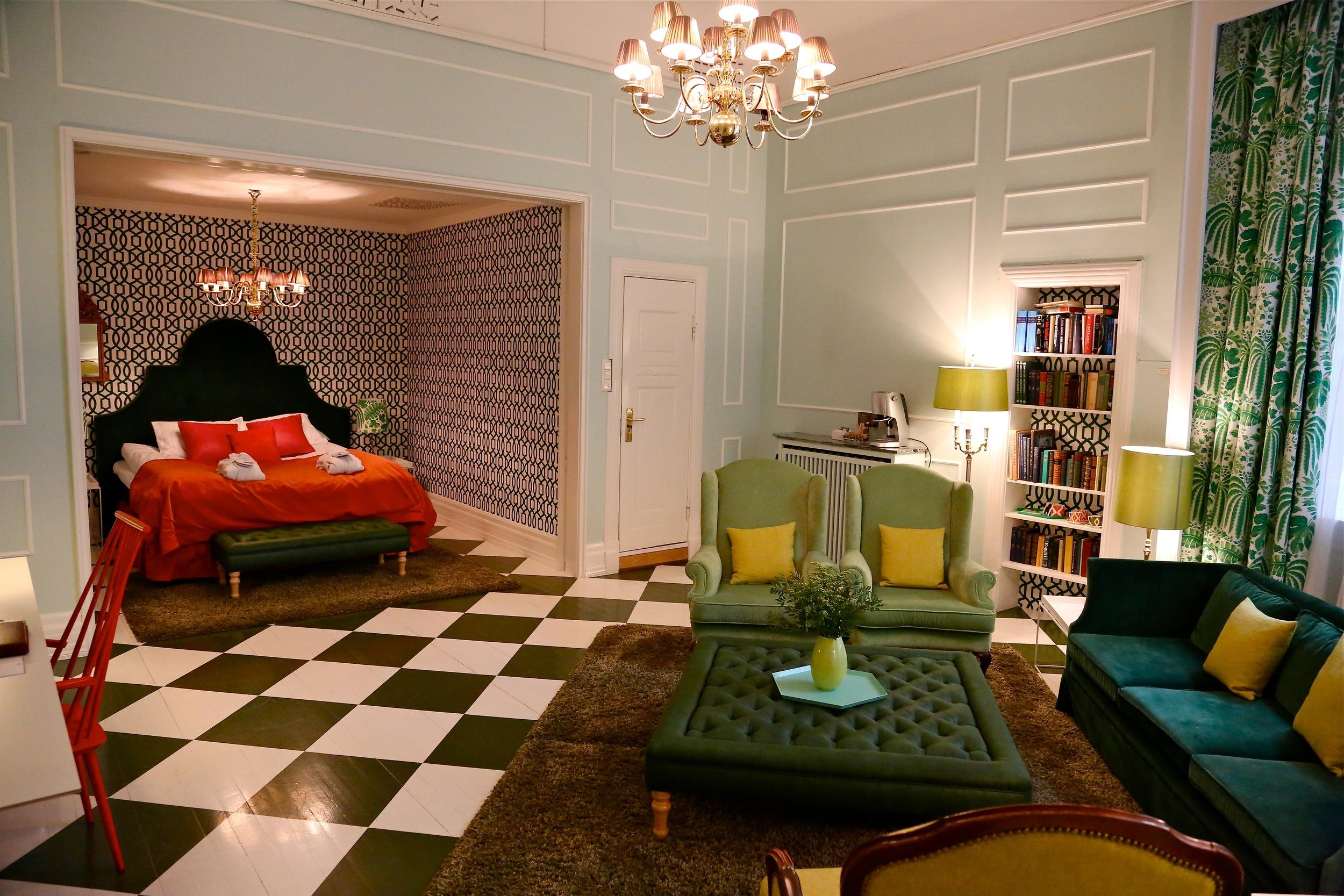 Når du først skal bo på luksushotell så velg et rom med god plass. Foto: Odd Roar Lange