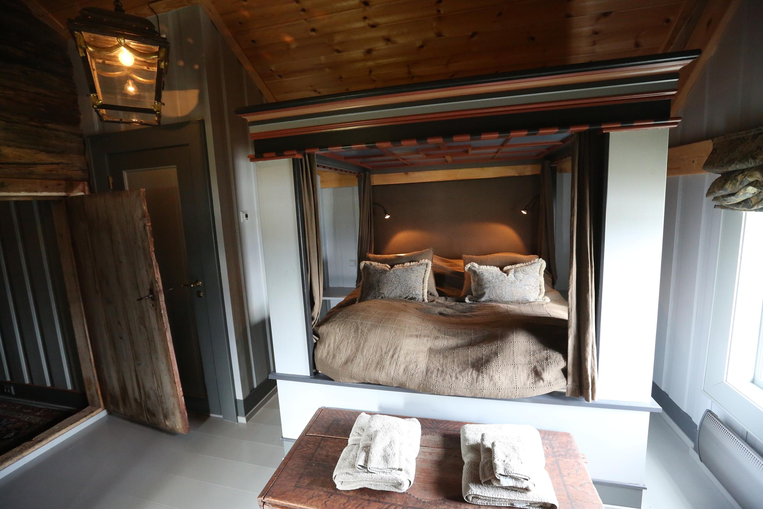 De beste luksusrommene har det aller beste av madrass, dyne og pute. Her fra Håholmen havstuer i Møre og Romsdal.                                  Foto: Odd Roar Lange