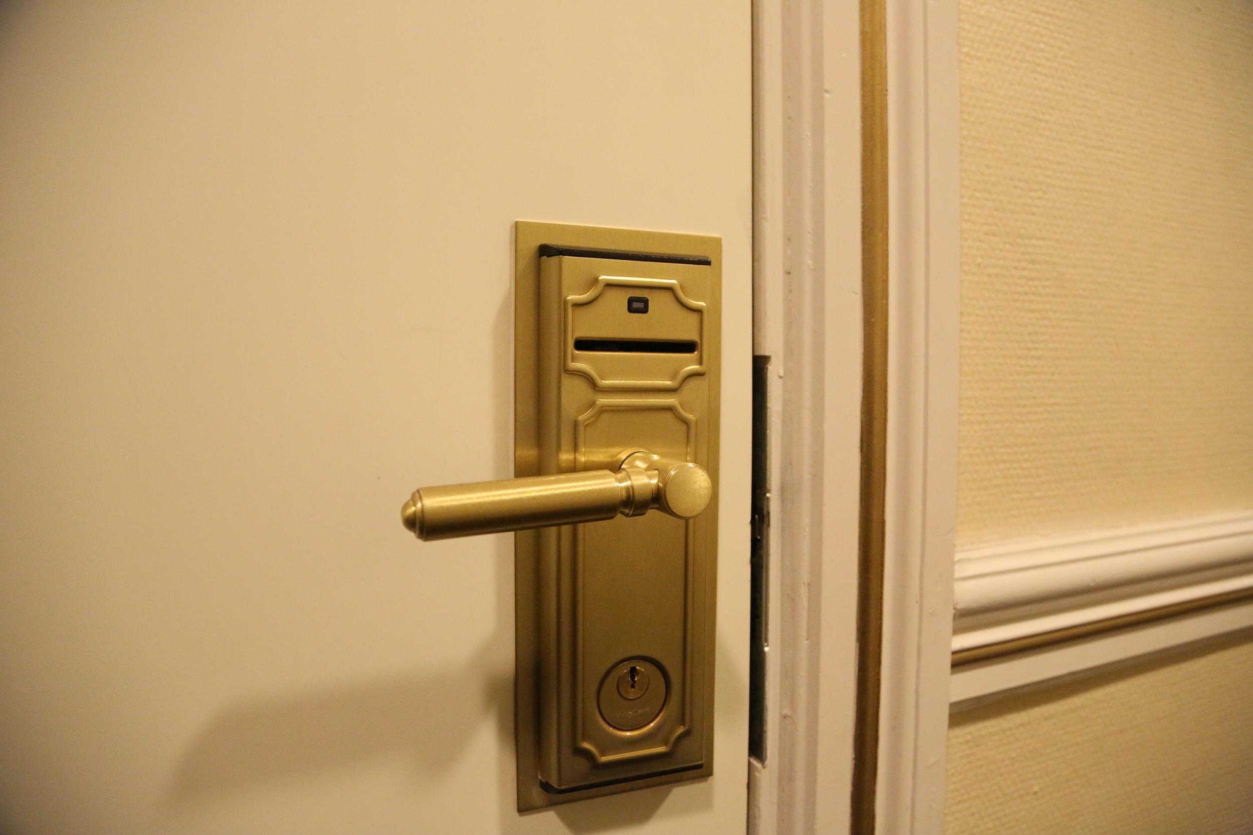 Har du låst deg ute - uten klær..? Eller fått uønsket besøk? Foto: Odd Roar Lange