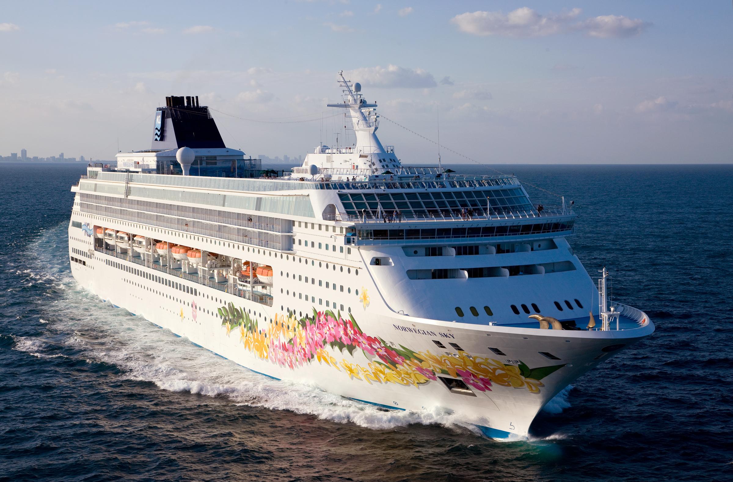 Norwegian Sky innfører gratis alkoholholdige drikke om bord. Foto: Norwegian Cruiseline