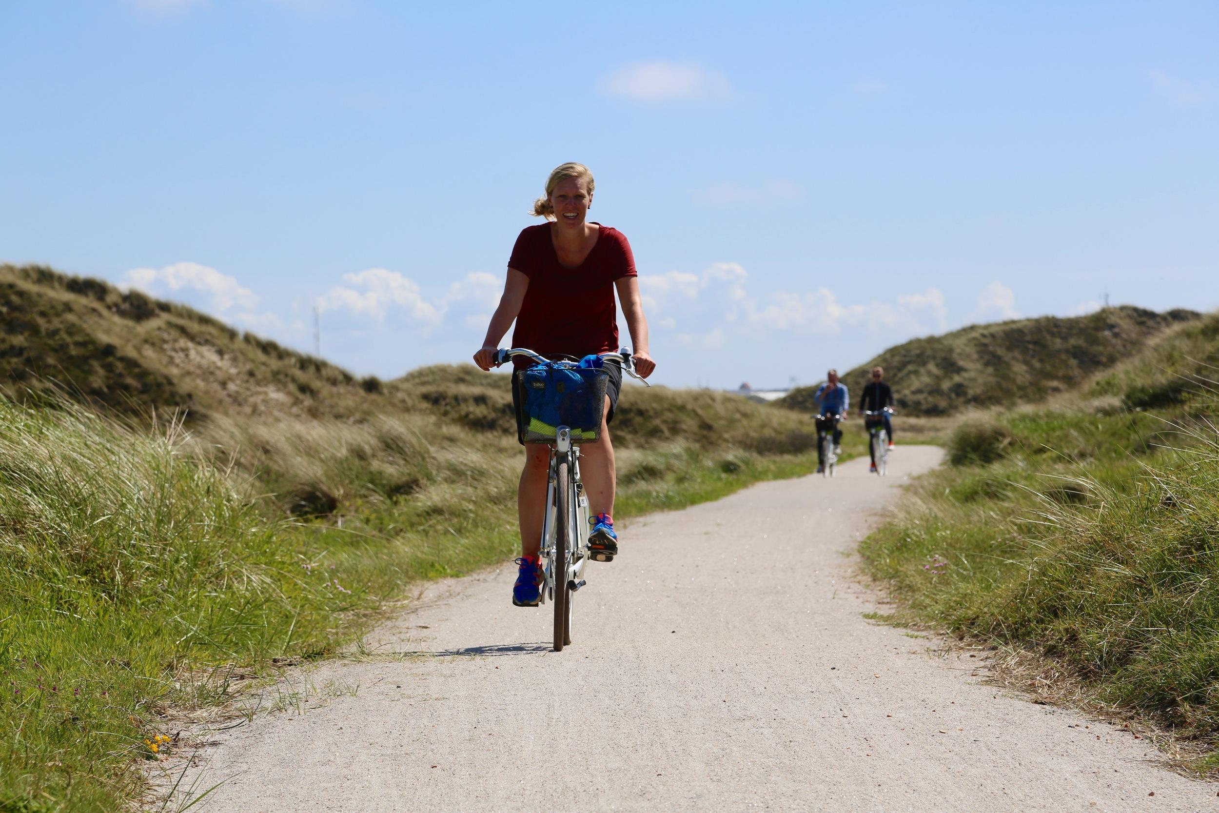 Synes du det ser fristende ut å sykle på slike veger? Da kan du legge ferien til Hvide Sande, en times kjøring fra Legoland og Vejle. Foto: Odd Roar Lange