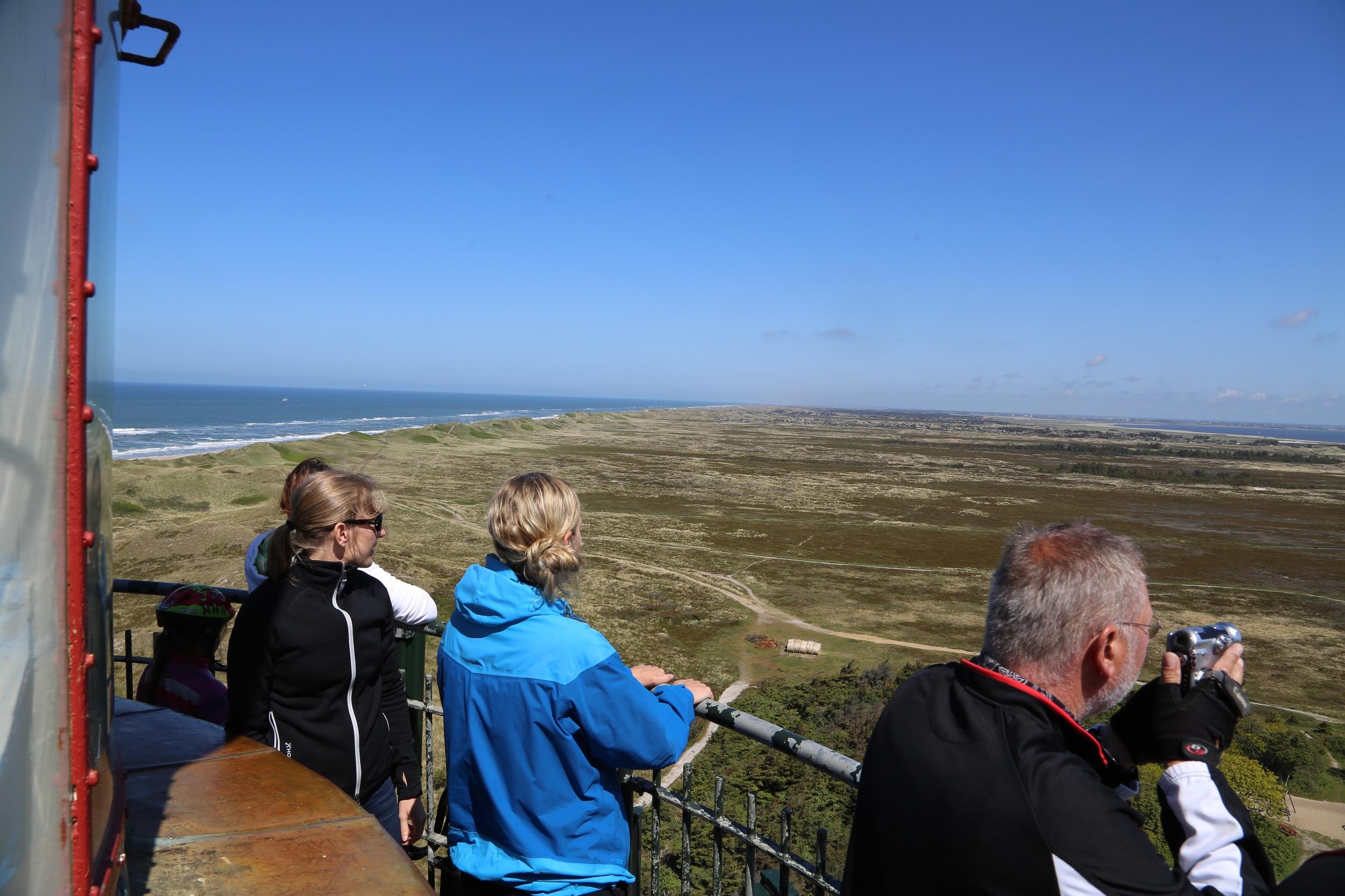 Spektakulær utsikt fra toppen. av Lyngvig Fyr. Foto: Odd Roar Lange