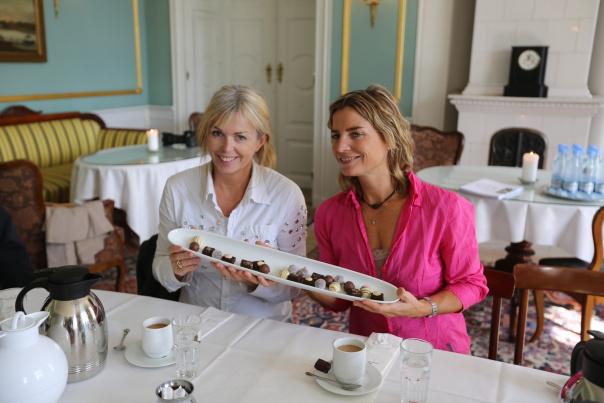 Det er klart for kvinnenes aften på Hindsgavls slot i Danmark. Alle foto: Odd Roar Lange