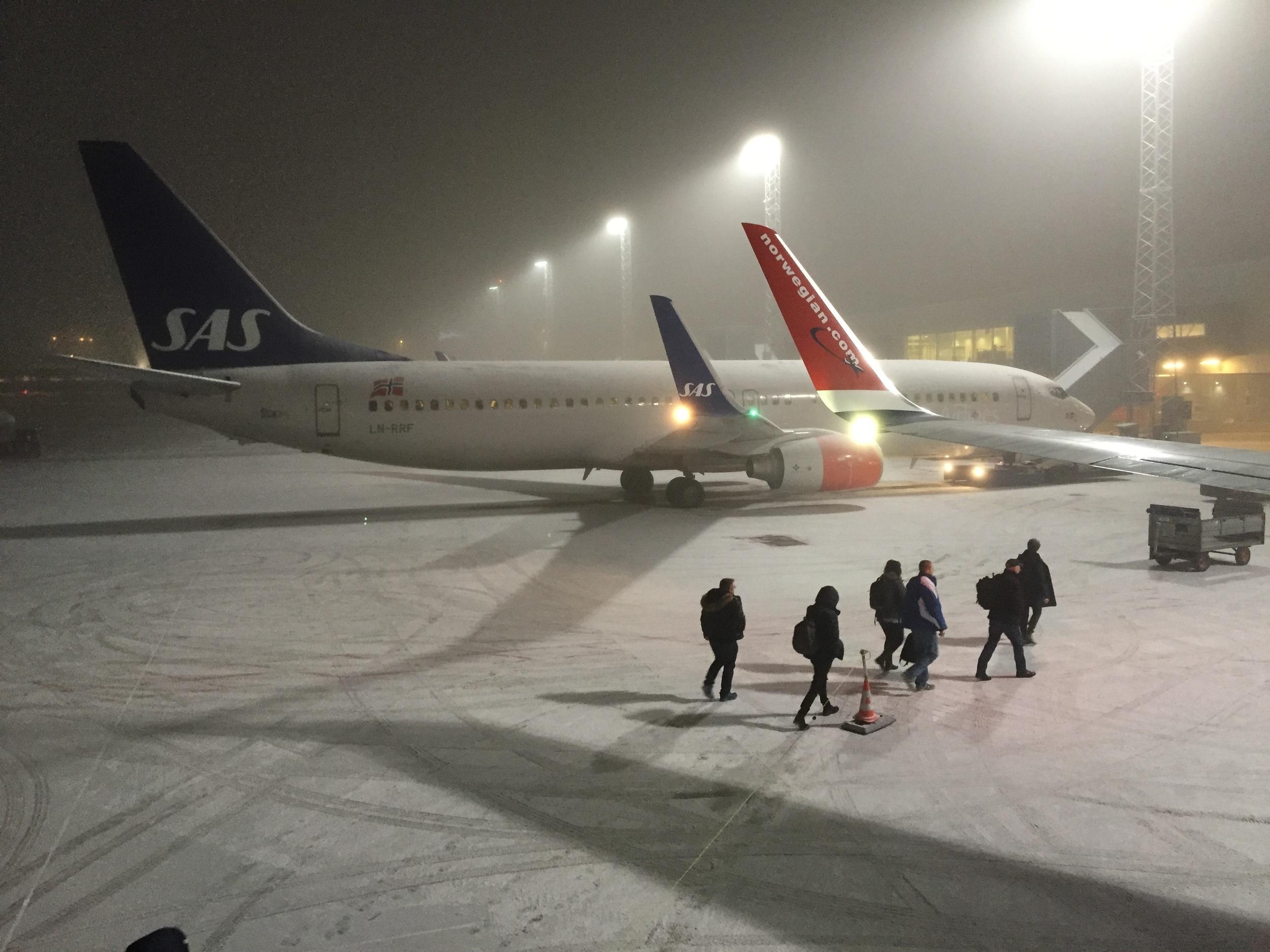 Dersom det er tåke, hvem har da ansvaret dersom flyet blir forsinket? Foto: Odd Roar Lange