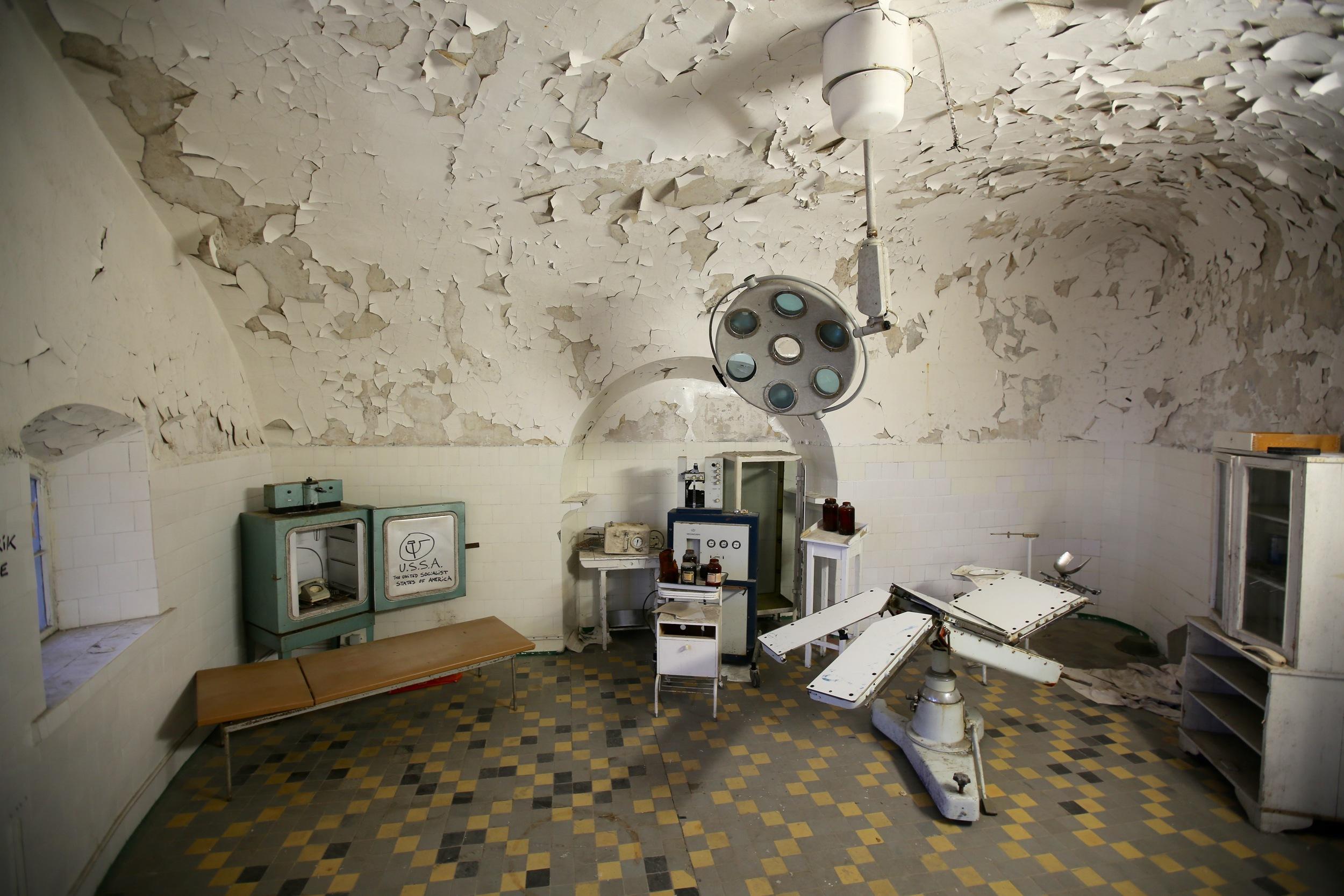 I dette legekontoret i nedlagte Patarel Prison ville du neppe likt å bli behandlet. Foto: Odd Roar Lange
