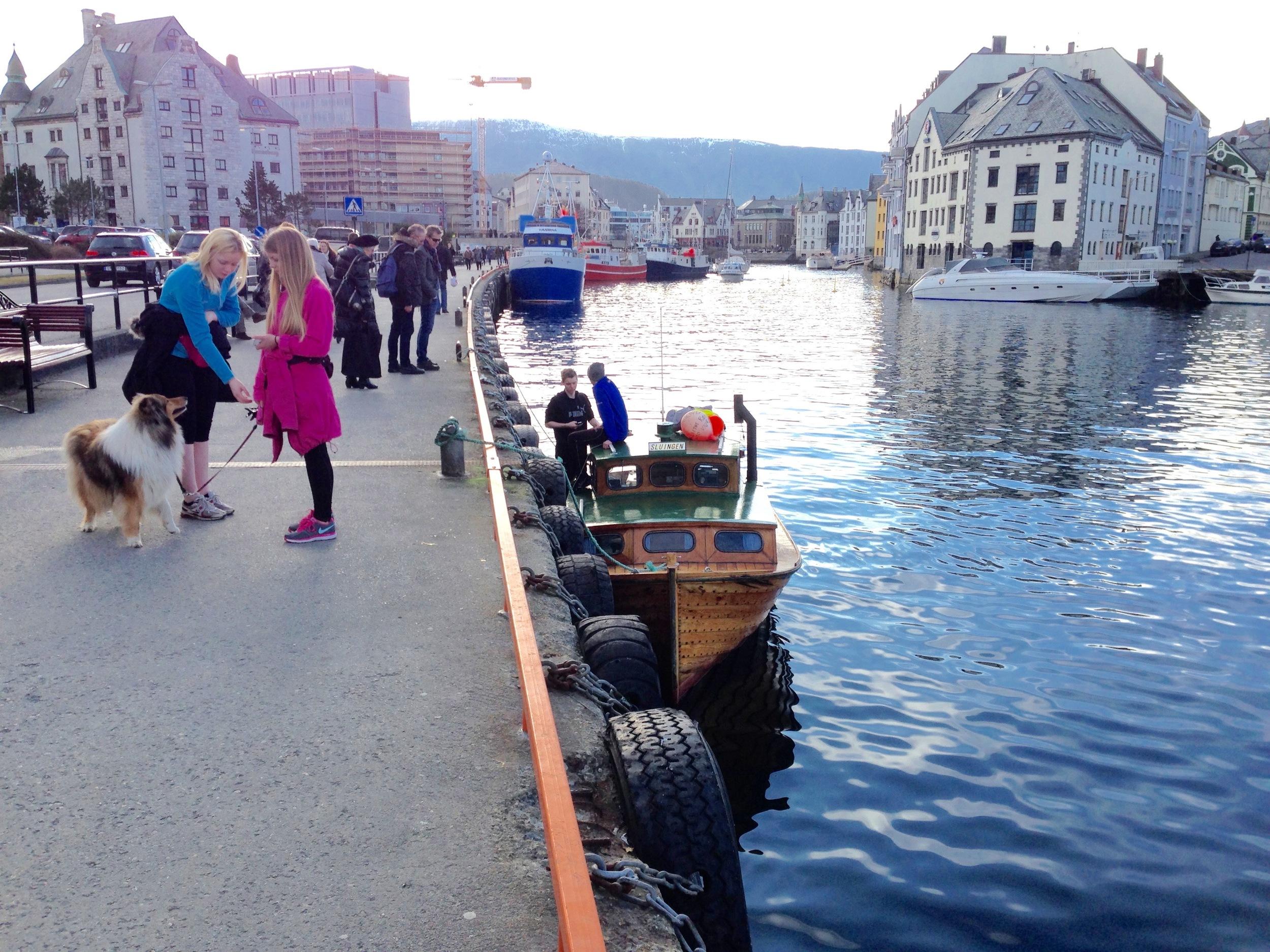 Det gode liv på havna i Ålesund. Hvordan - og hvem skal markedsføre byen fremover?    Foto: Odd Roar Lange