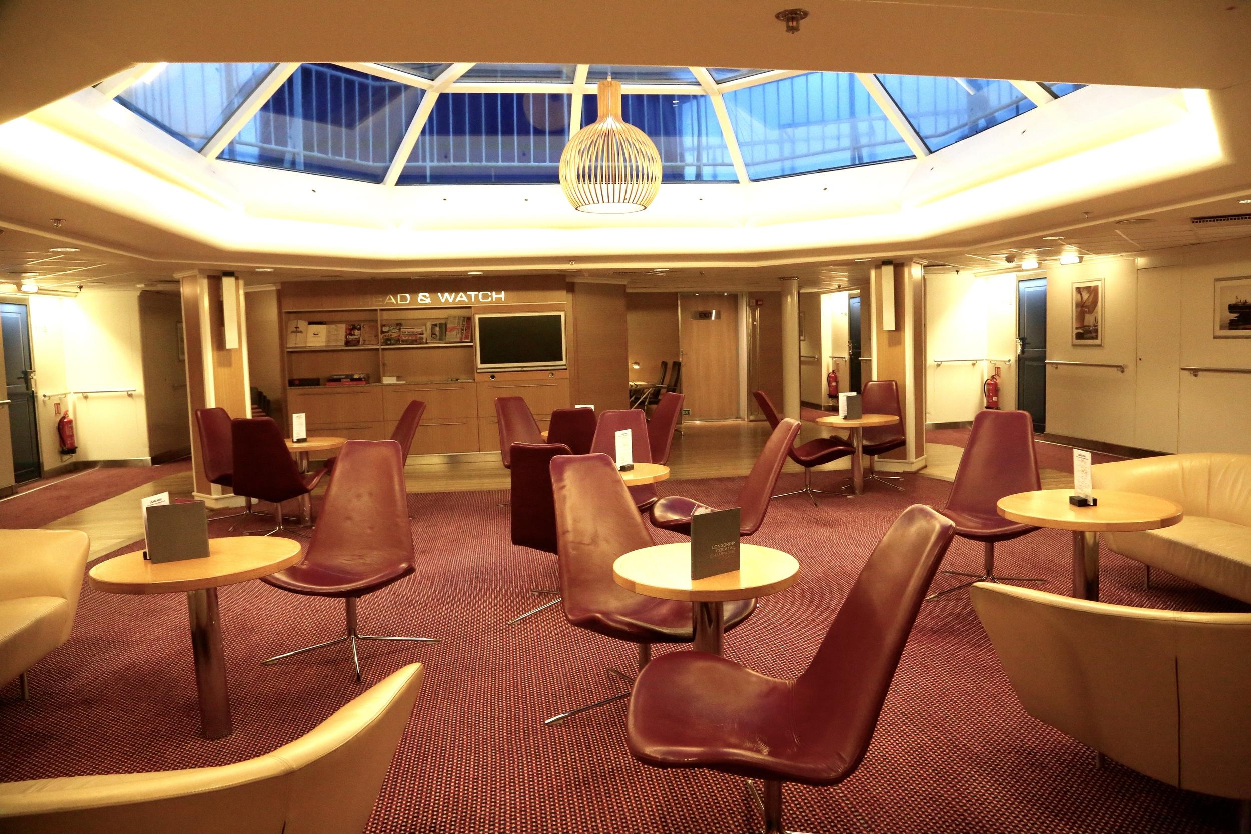 Commodore De luxe Loungen er stedet å samles. Og her får du både gratis øl og vin. Foto: Odd Roar Lange