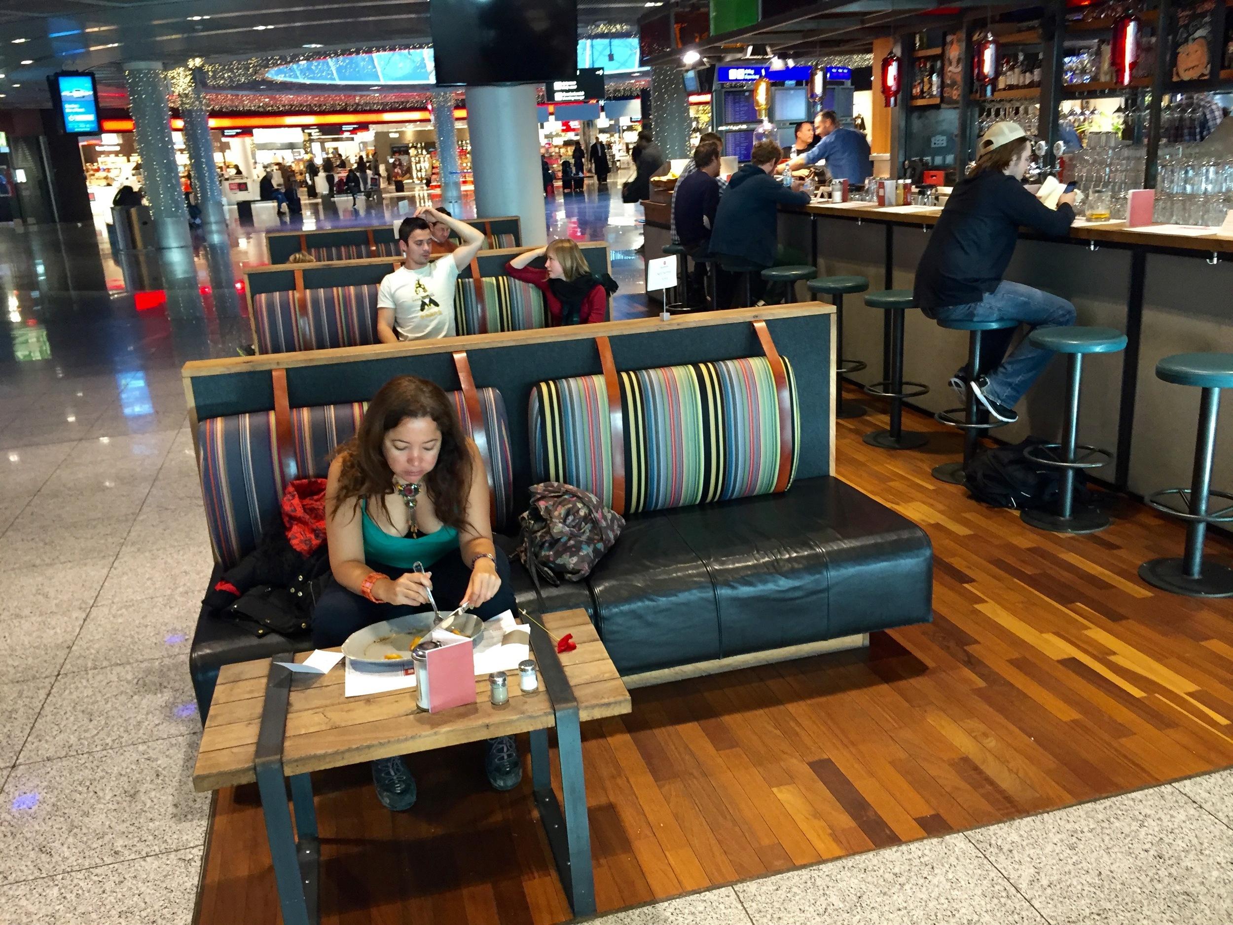 Nyt livet på flyplassen.                               Foto: Odd Roar Lange
