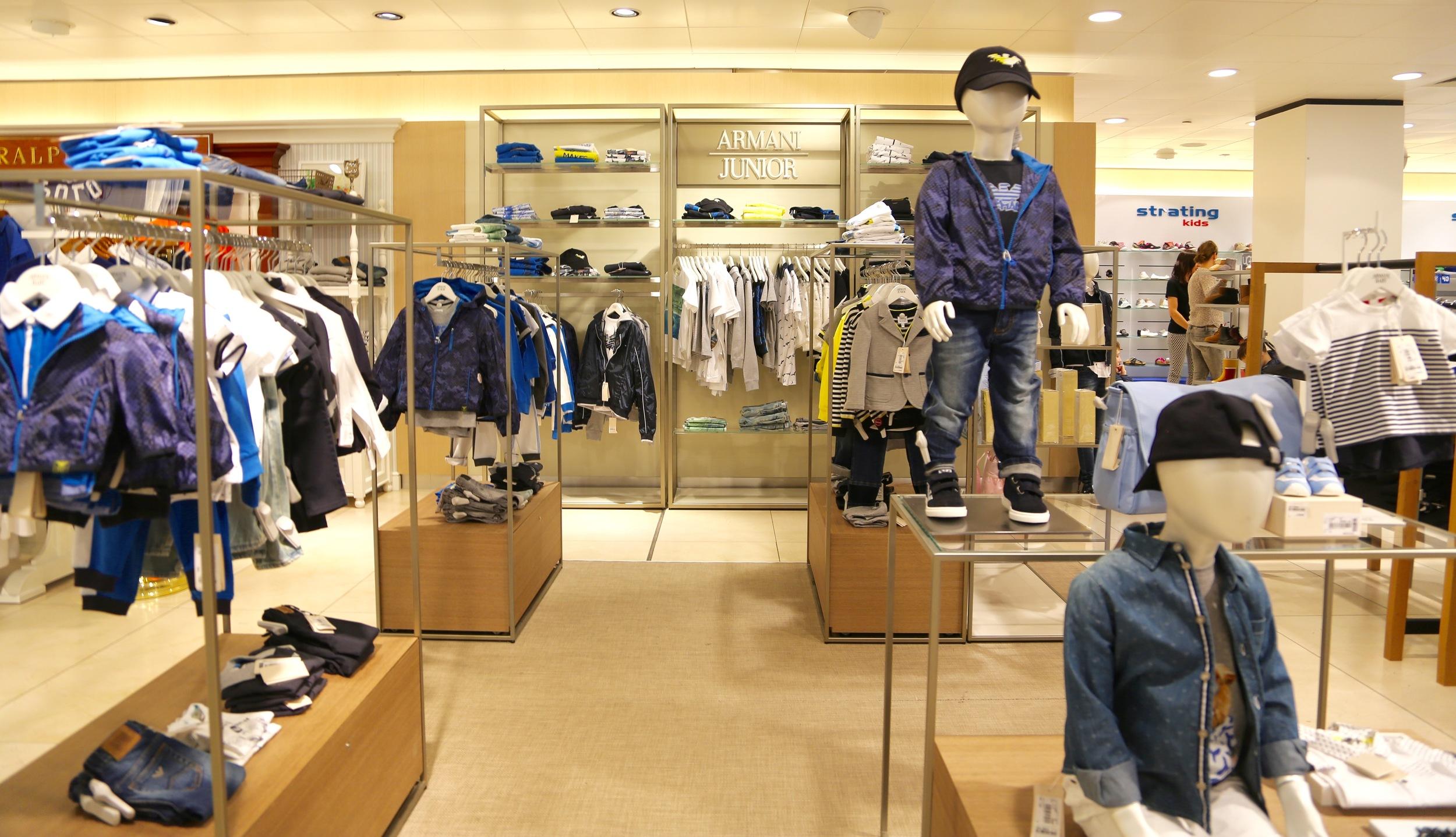 Armani junior i shoppingsenteret.                        Foto: Odd Roar Lange