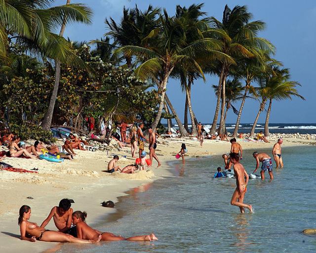 Det gode livet under sol og palmer. Her fra Guadeloupe i Karibia.        Foto: Odd Roar Lange