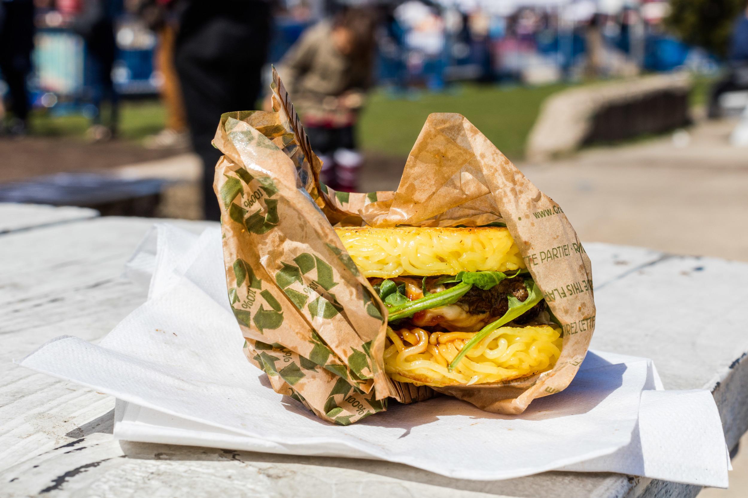 Et voilà; Ramen Burger.Foto: Sven-Erik Knoff