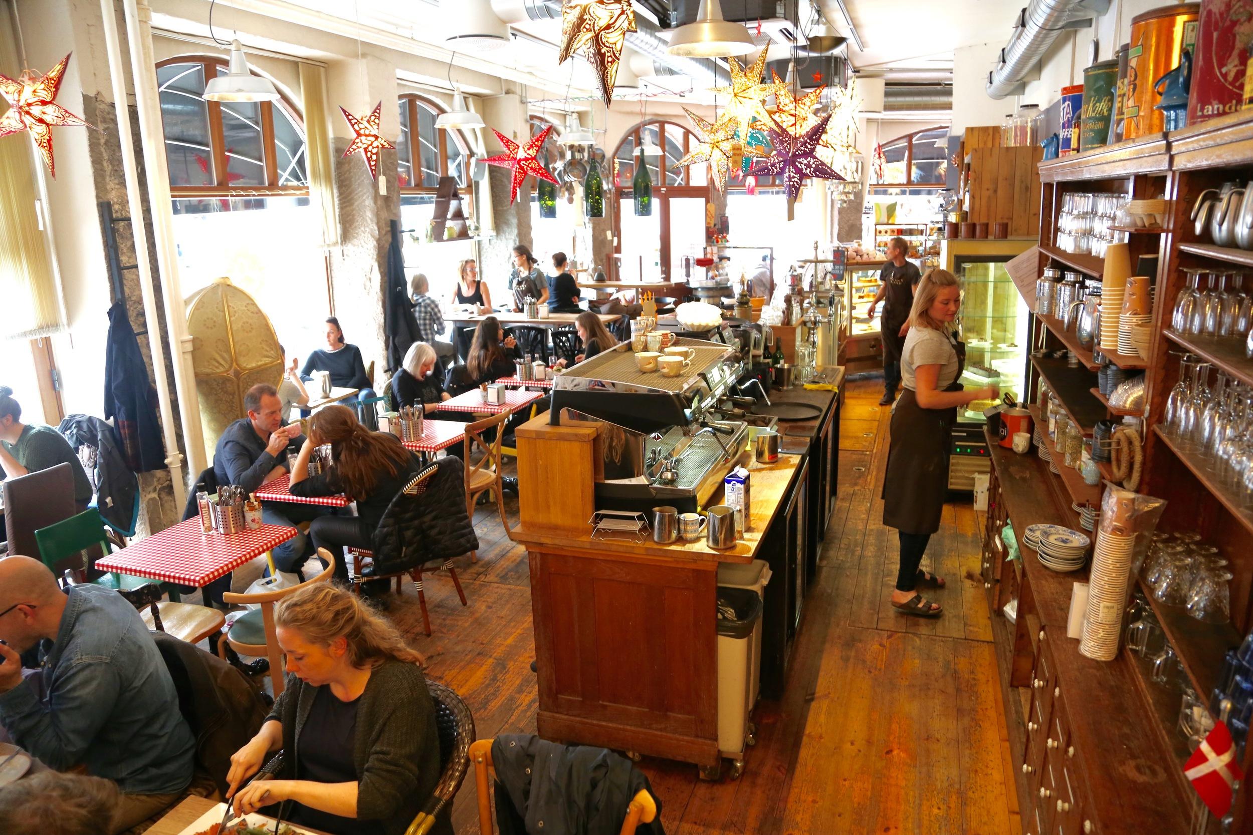 Penny Lane Café er en av byens populære spisesteder.               Foto: Odd Roar Lange