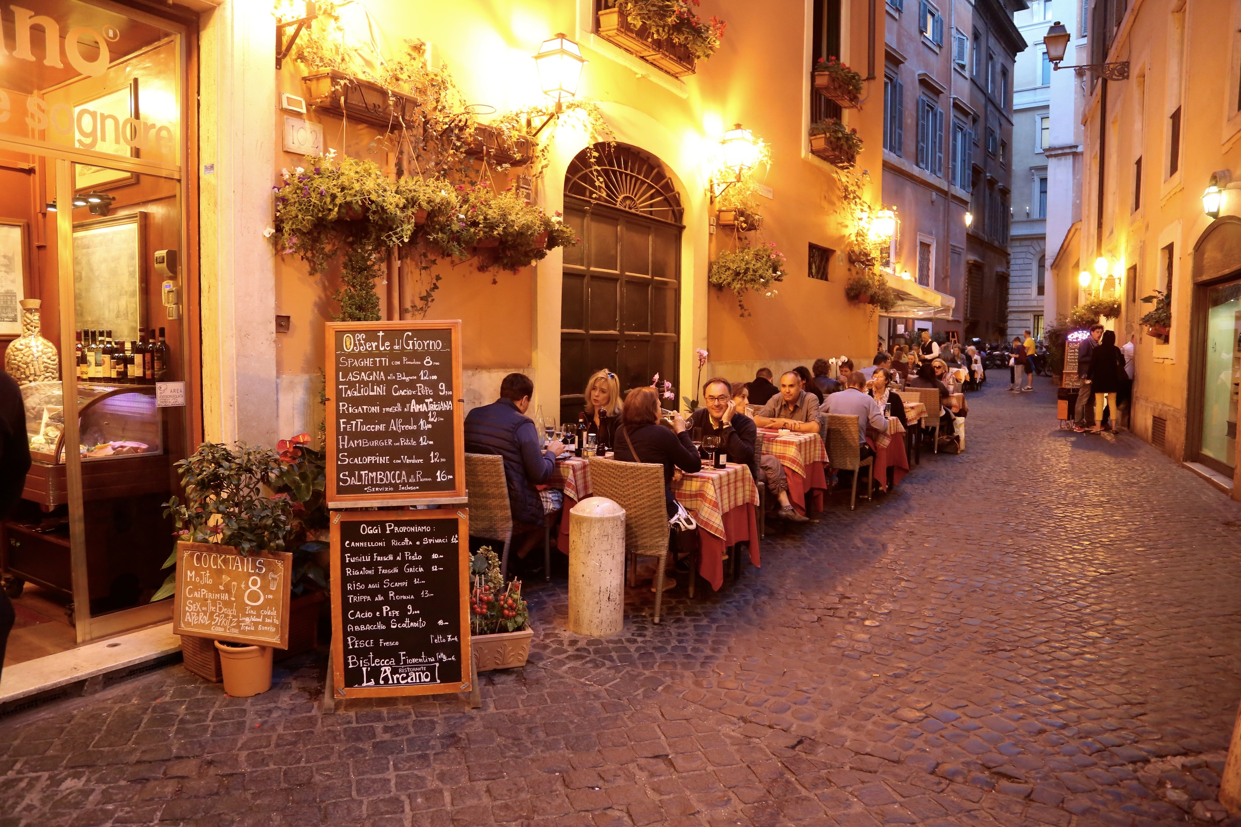 Sjarmerende, men ikke gjør som alle turistene. Velg heller restauranter uten turistområdene.   Foto: Odd Roar Lange