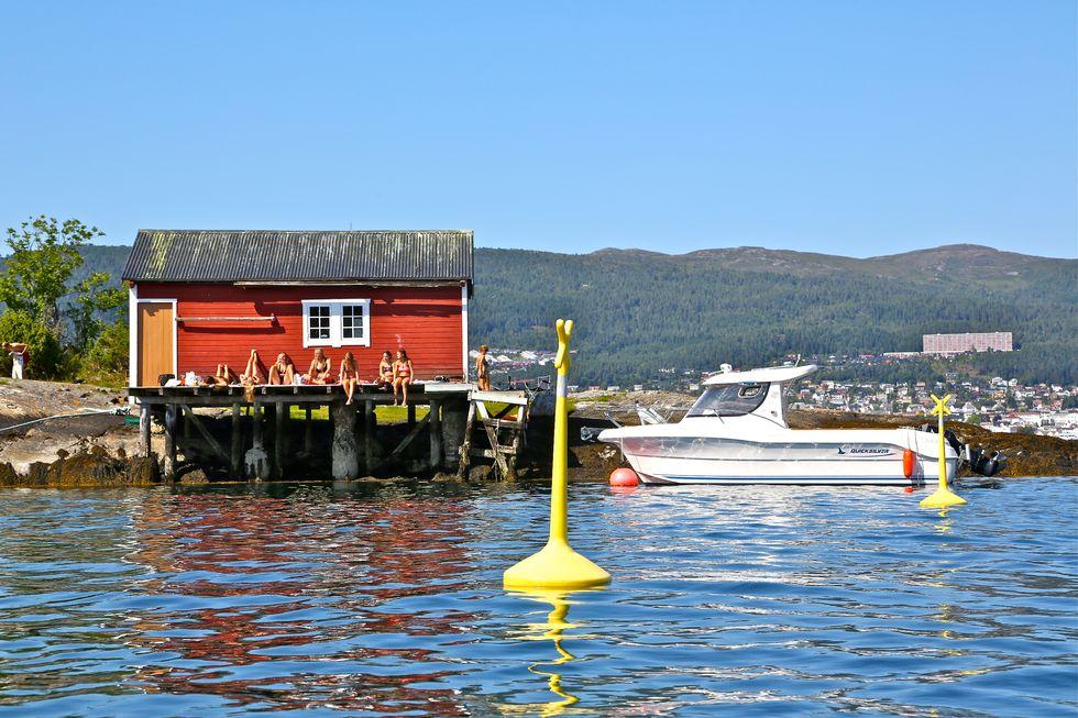 Ikke fortøy båten din innenfor badebøyene. Foto: Odd Roar Lange