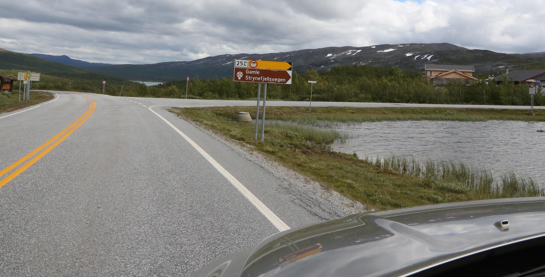 Prøv den gamle Strynefjellsvegen. En opplevelse - og husk å kjøre sakte. Foto: Odd R. Lange