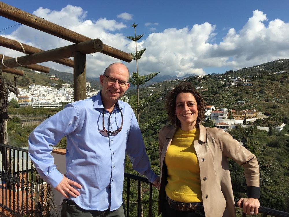Thetravelinspector og Thehotelinspector, Alex Polizzi - møtes i Spania. Foto: Channel 5