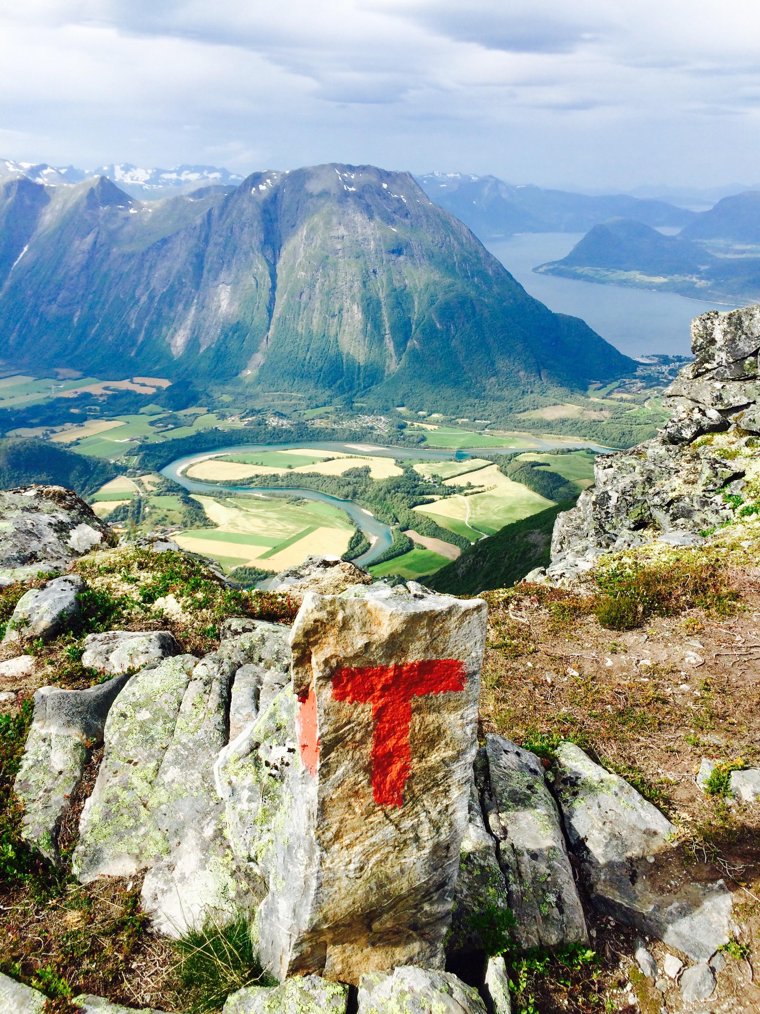 Følg t-ene i fjellet.                            Foto: Cathrine Knudsen/Den Norske Turistforening