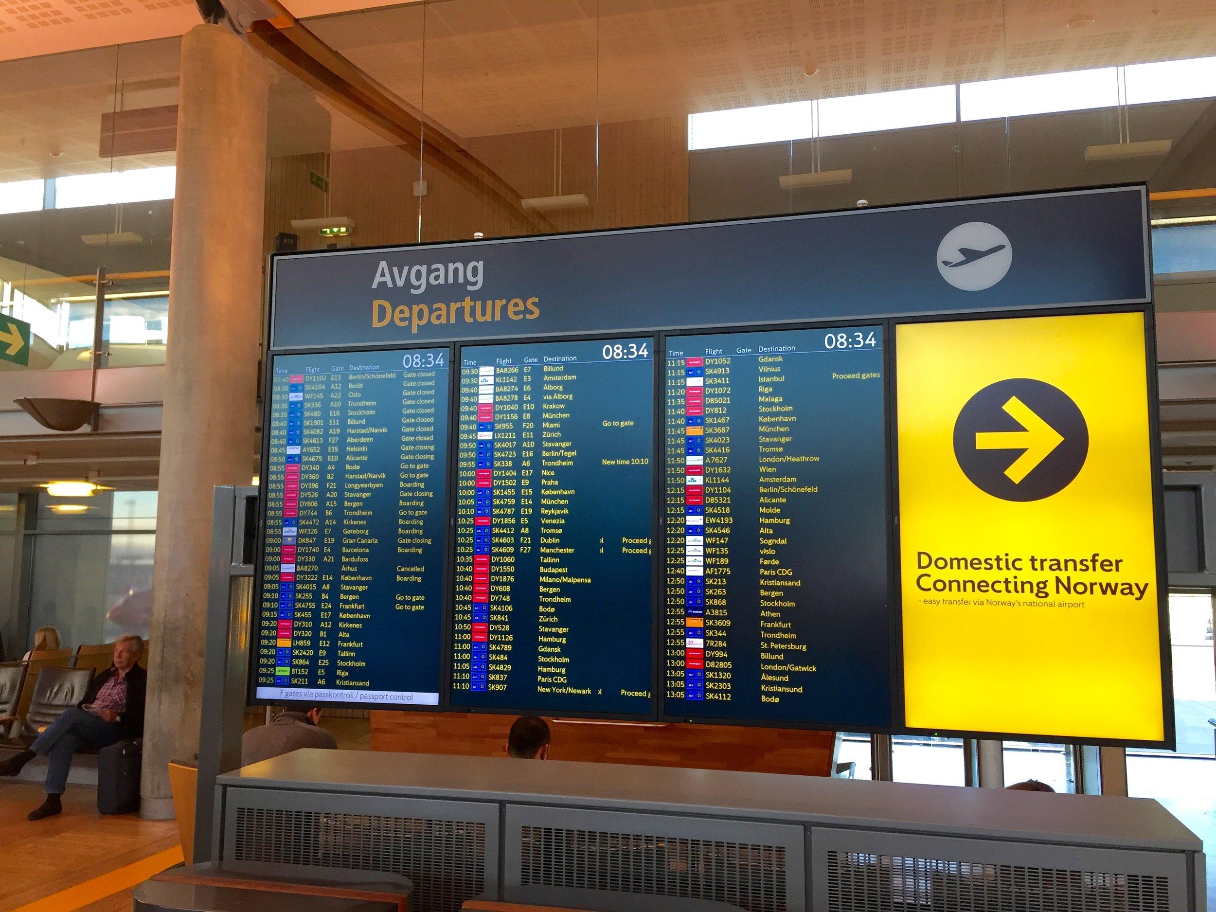 Følg med på flyavgangene.                             Foto: Odd Roar Lange