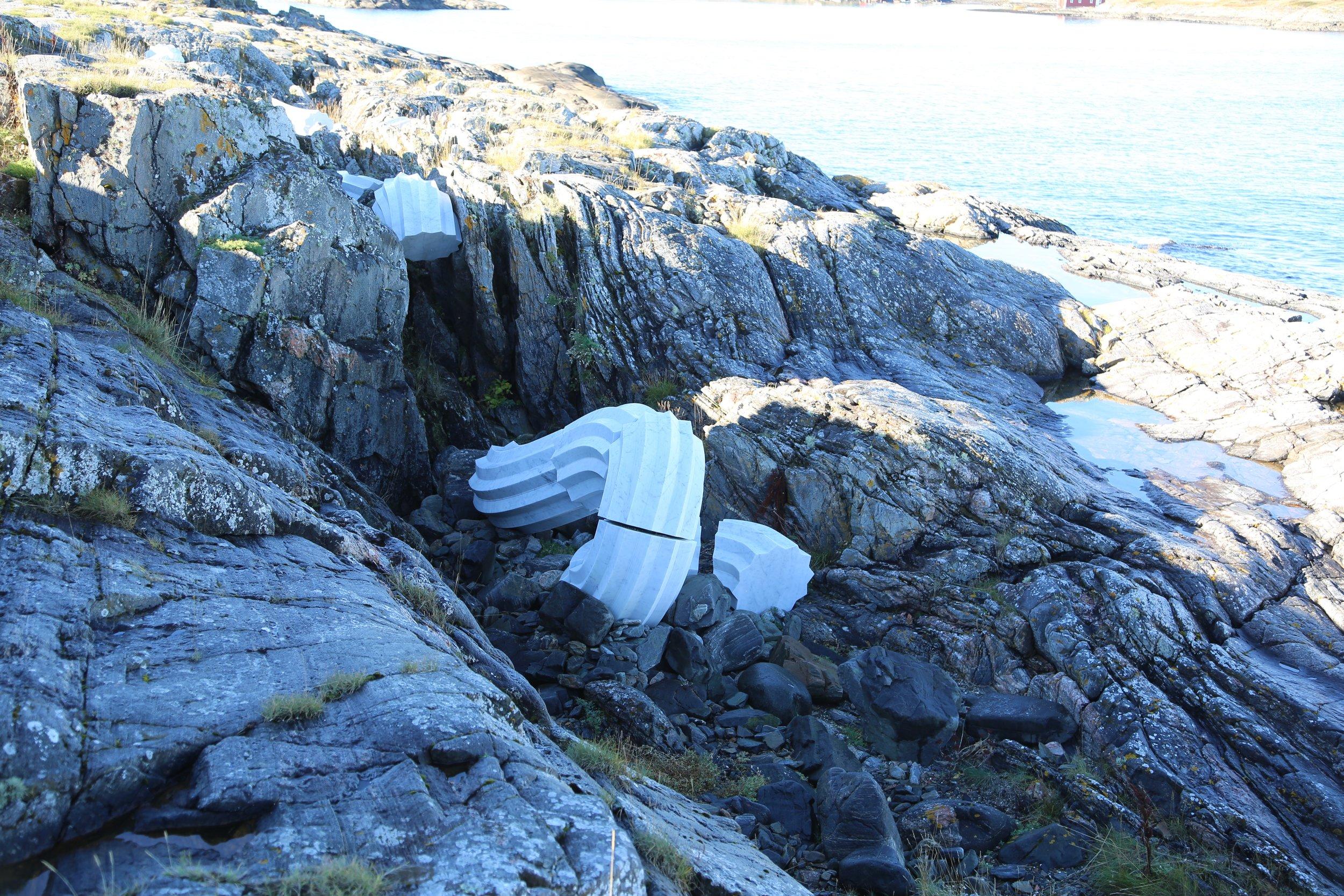 Italiensk marmor i fjæra.                            Foto: Odd Roar Lange