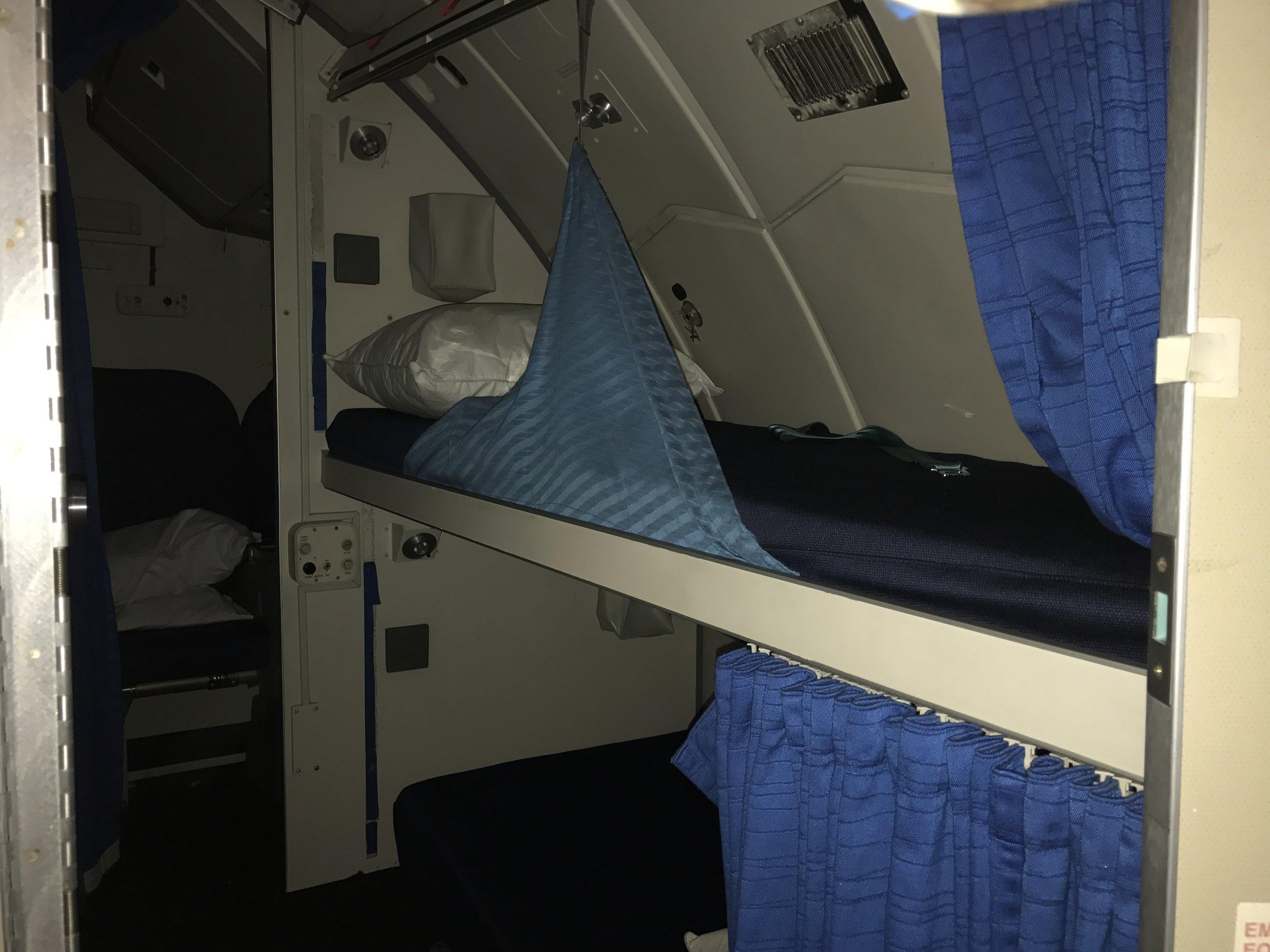 Her sover de som flyr KLMs Boeing 747 400. Rommet er rett bak pilotenes seter.          Foto: Odd Roar Lange