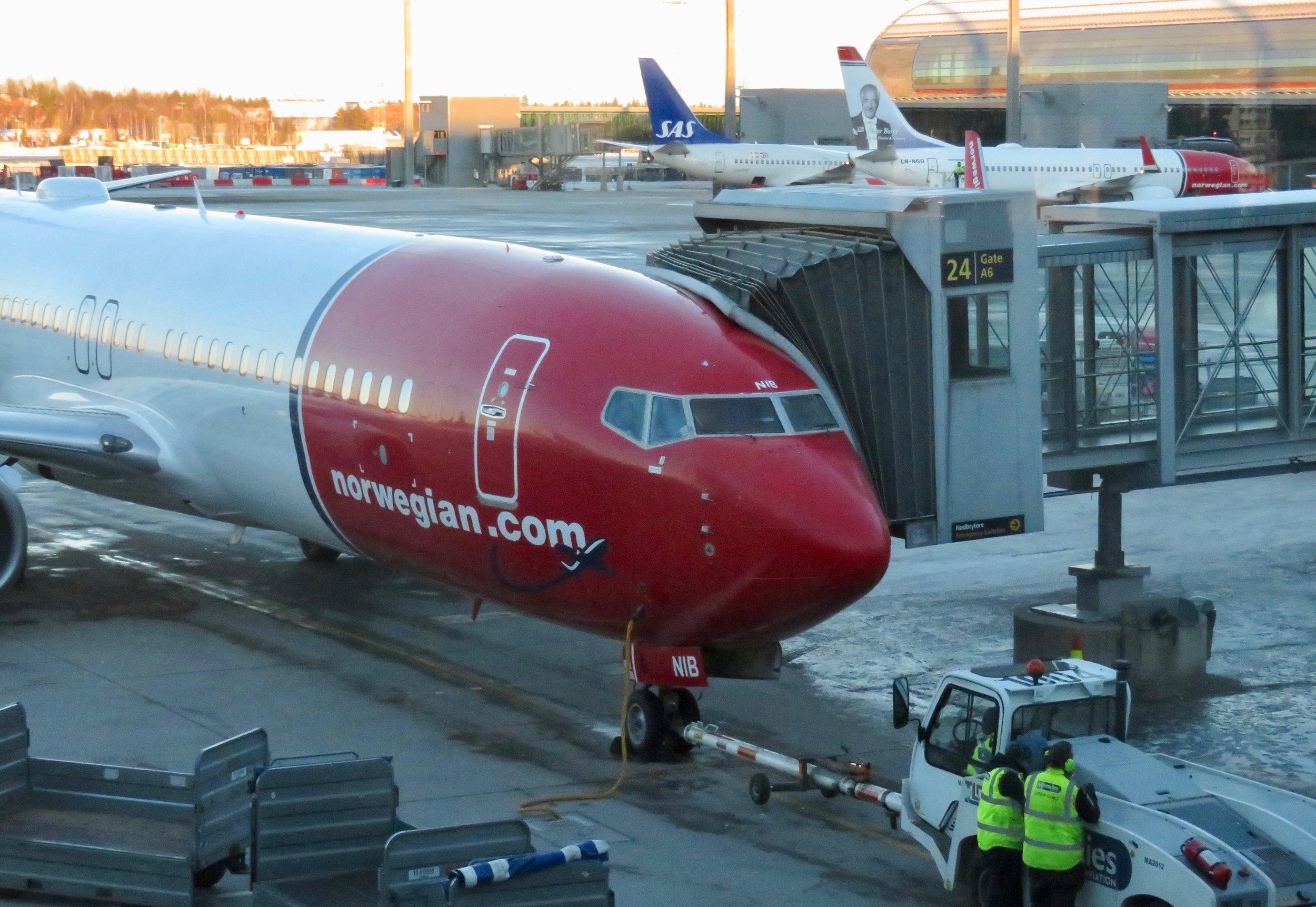 Er det Norwegian eller SAS som stikker av med flest priser?  Foto: Odd Roar Lange