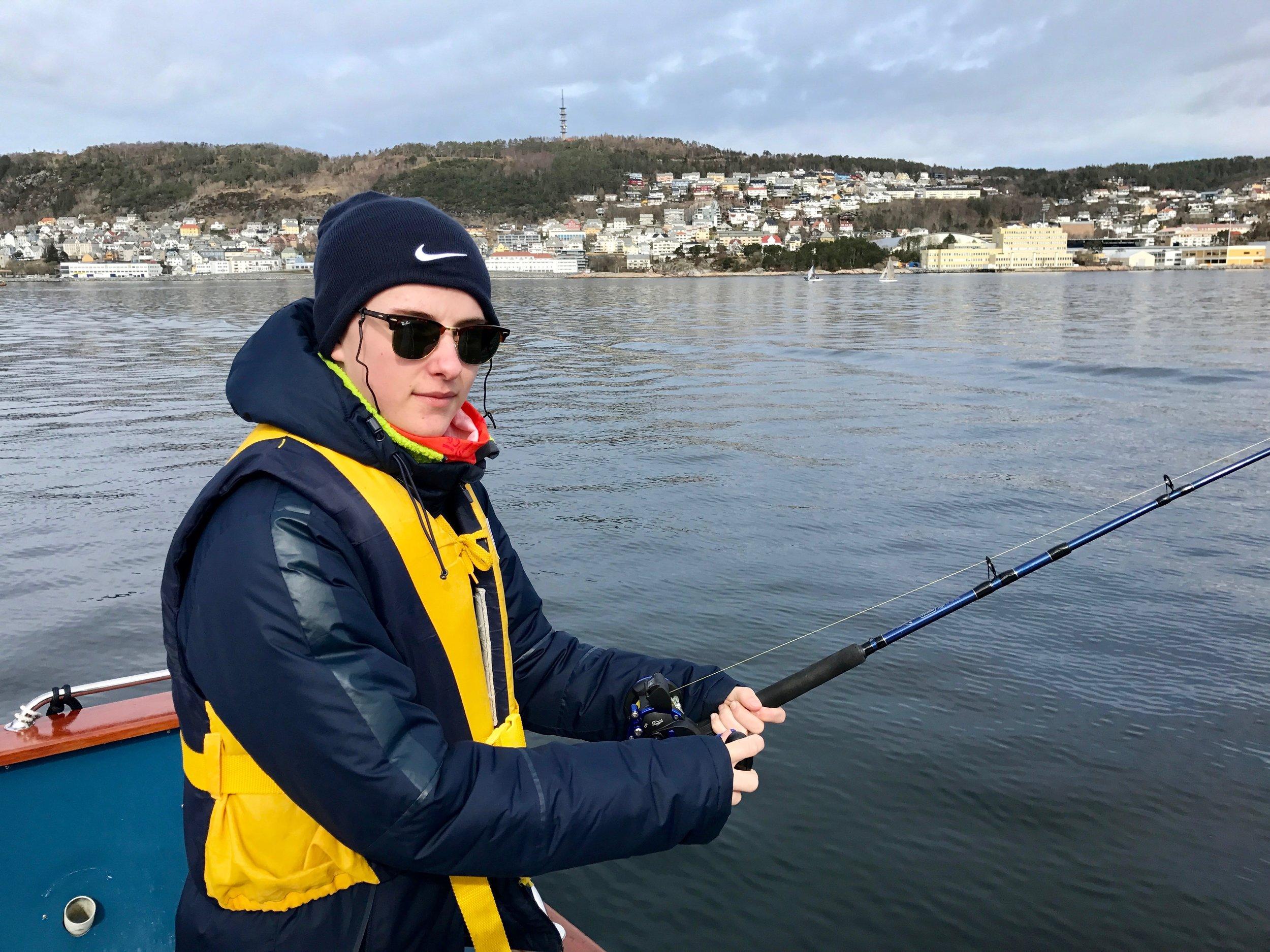 Ta turen ut på Borgundfjorden for å prøve fiskelykken.  Foto: Odd Roar Lange