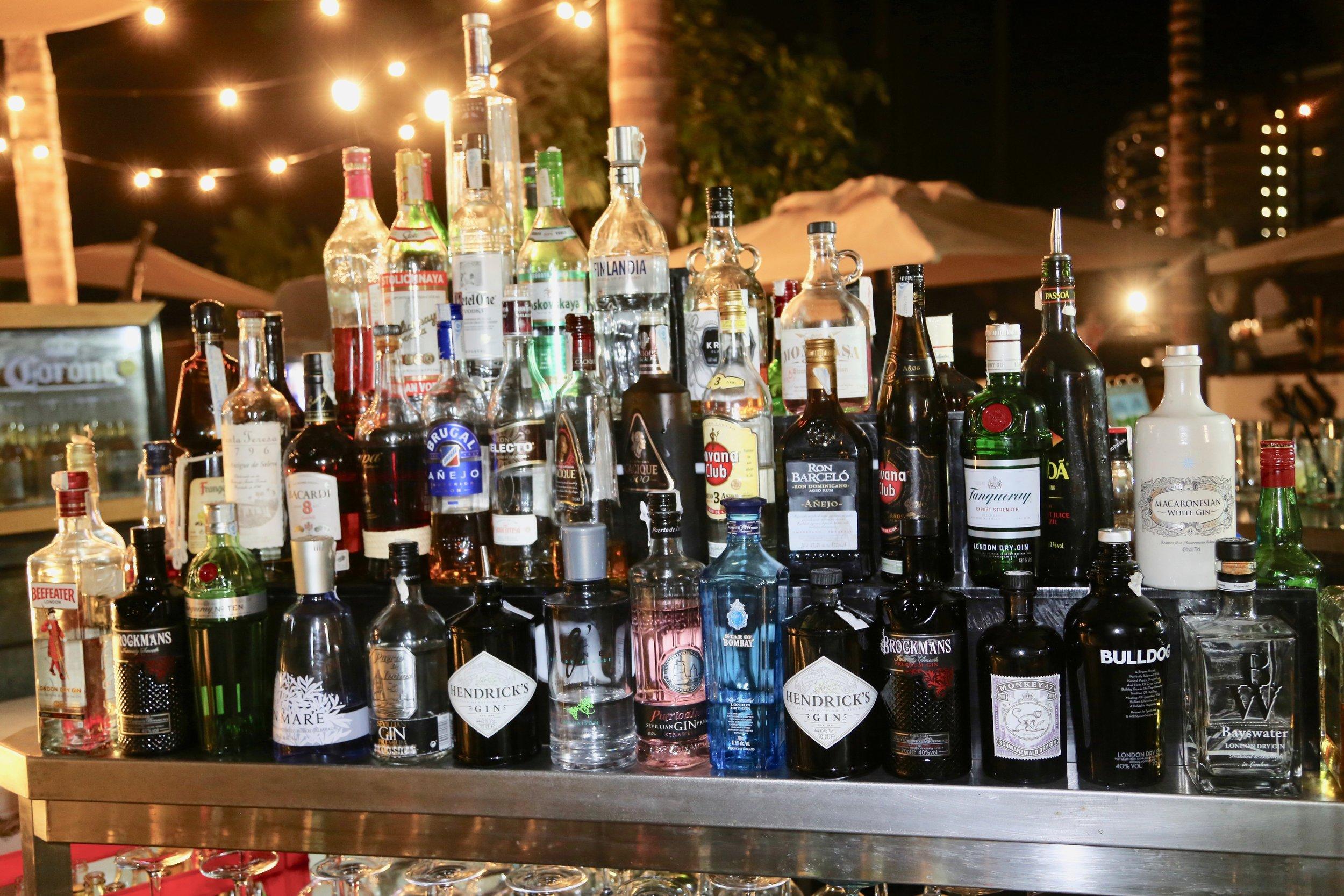 En av hver, takk. Joda, det er en sikker vei til fiasko når du drikker mer enn du har godt av. Foto: Odd Roar Lange