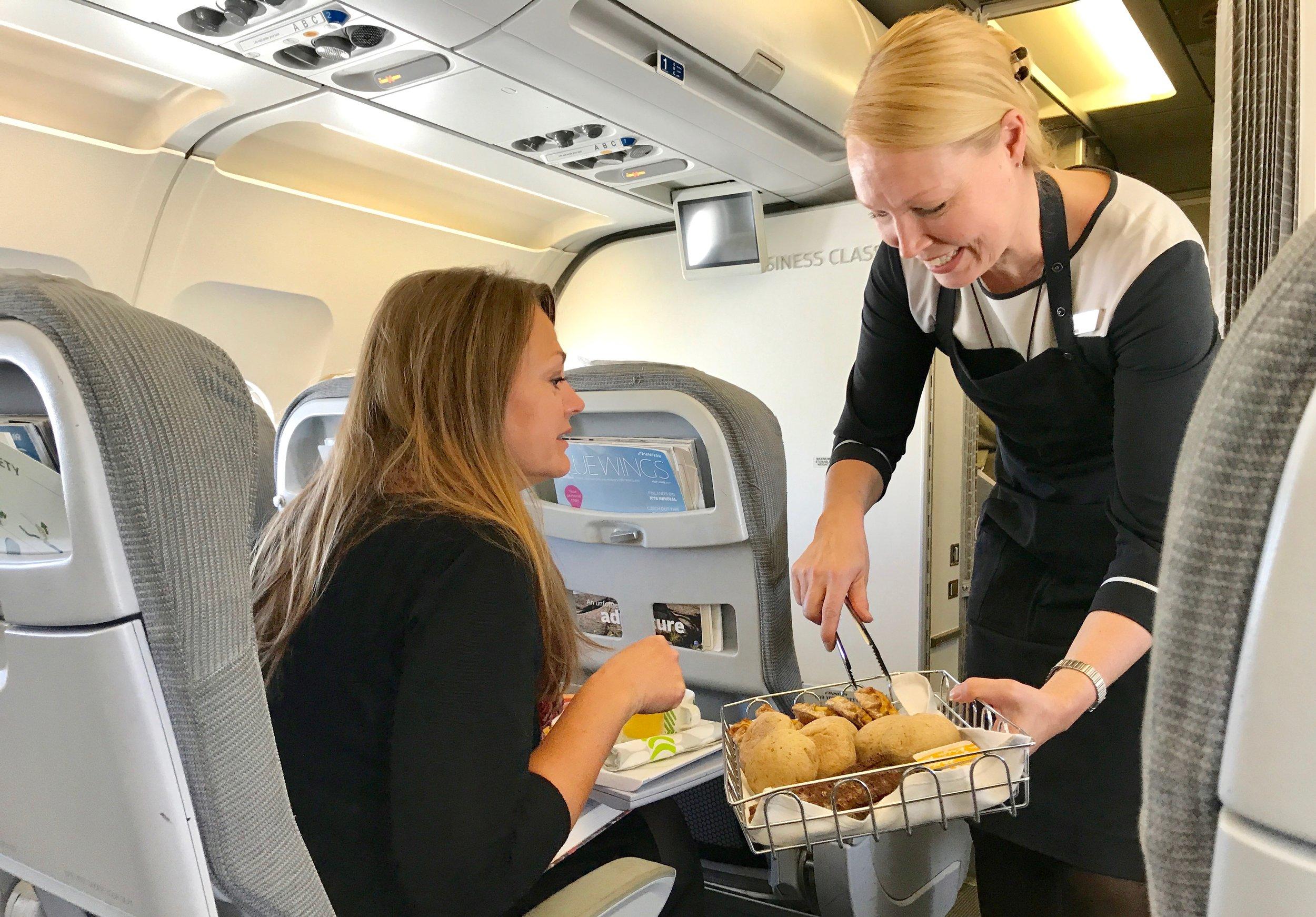 Finnair starter reisen fra Tromsø og Bergen med Widerøefly. Fra Helsinki drar du til Asia med større maskiner. Foto: Odd Roar Lange
