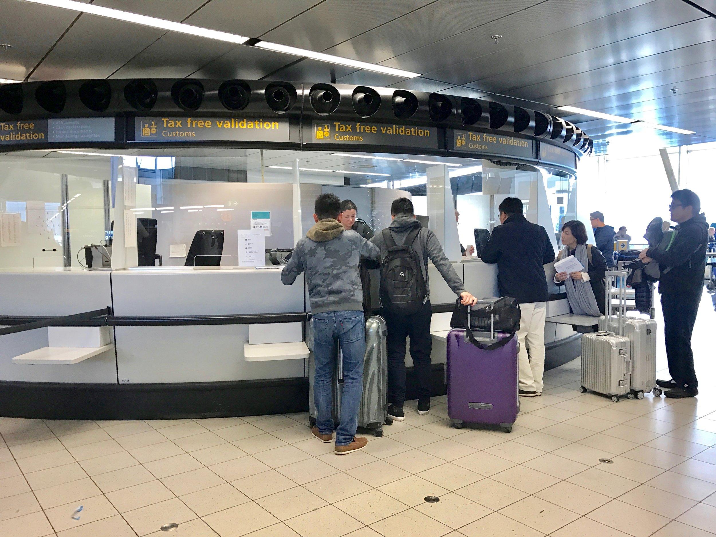 Husk å få stemplet papirene før du sjekker inn på flyplassen ved hjemreise. Foto: Odd Roar Lange