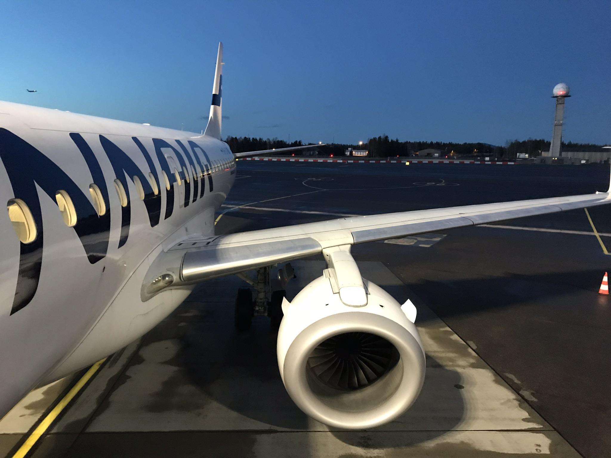 Hvor mye drivstoff skal flyet ta med på reisen?         Foto: odd Roar Lange