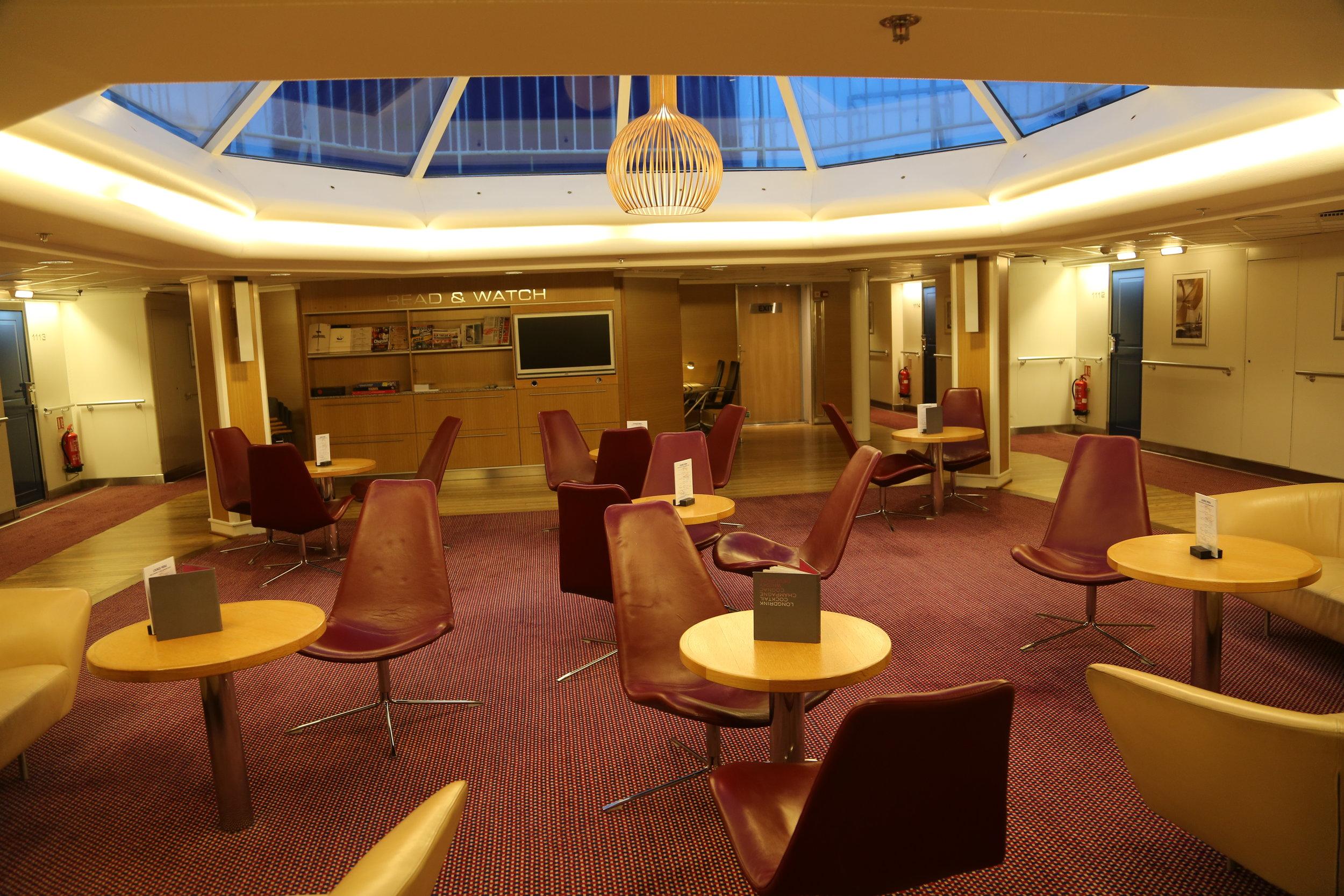 Er dere klar for en reise på Commodore class - med egen lounge utenfor lugarene. Foto: Odd Roar Lange